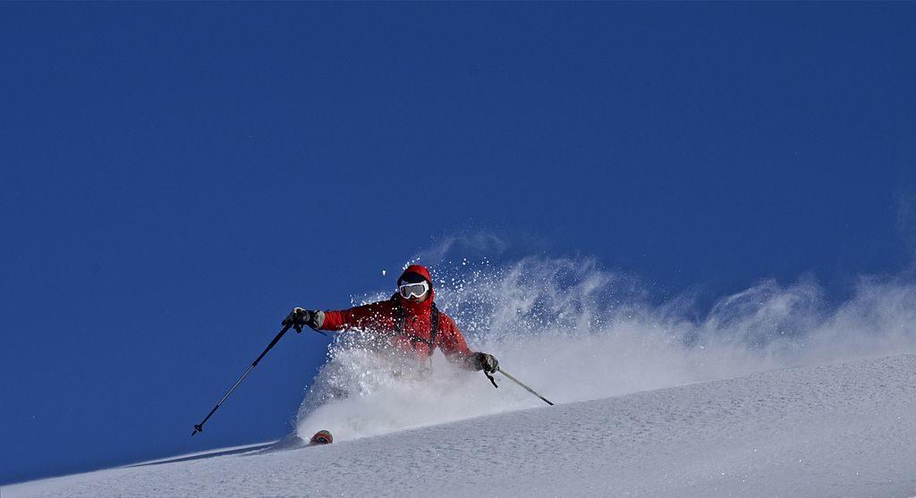 Un skieur dans les Pyrénées